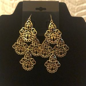Jewelry - BEYOND STUNNING Gold Lace Tiered Earrings